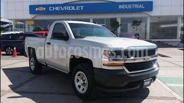 Foto venta Auto usado Chevrolet Silverado 2500 Cabina Regular 4X4 (2018) color Plata precio $410,000