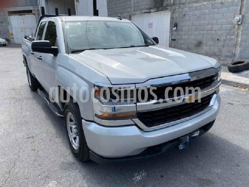 Chevrolet Silverado 2500 4x2 Cab Ext LS V6 usado (2018) color Plata precio $425,000