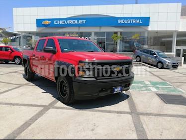 Chevrolet Silverado 2500 Doble Cabina 4X4 usado (2015) color Rojo Lava precio $350,000