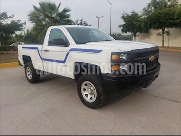 Chevrolet Silverado 2500 CAB REG WT AA AUT usado (2014) color Blanco precio $230,000