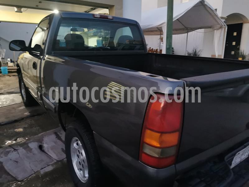Chevrolet Silverado 2500 4x2 Cab Ext LS V8 usado (2001) color Gris Metalico precio $78,000