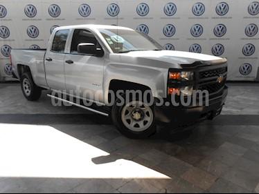 Chevrolet Silverado 2500 4x2 Doble Cabina LS usado (2015) color Plata precio $339,000