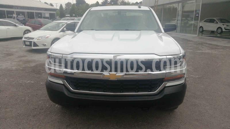 Chevrolet Silverado 2500 4x2 Cab Ext LS usado (2017) color Blanco precio $360,000
