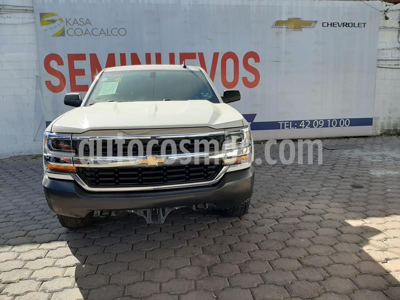 Chevrolet Silverado 3500 Chasis cabina usado (2017) color Blanco precio $328,000