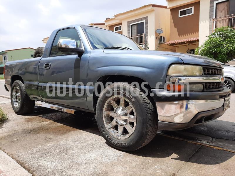 Chevrolet Silverado 4x2 T-A AA usado (2002) color Gris precio u$s7.500