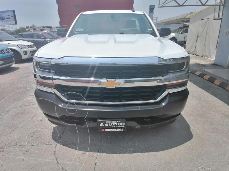 Foto Chevrolet Silverado Cabina Regular 4X4 usado (2018) color Blanco precio $410,000