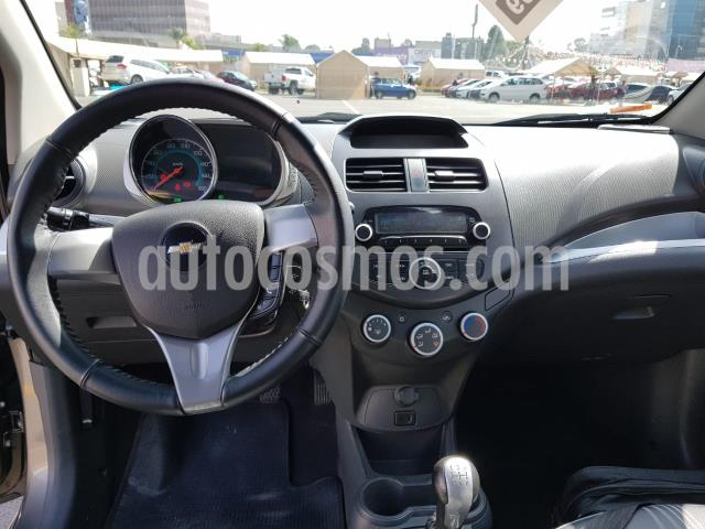 Chevrolet Spark 5P HB LTZ CLASICO 1.2L TM5 A/AC. F. NIEBLA RA-14 usado (2017) color Gris precio $138,900