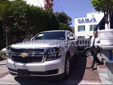 Foto venta Auto usado Chevrolet Suburban LS 5.3L (2017) color Plata precio $644,900