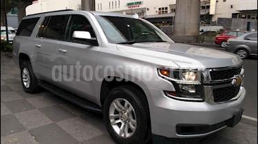 Chevrolet Suburban LS Tela usado (2018) color Plata precio $648,000