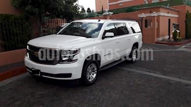 Chevrolet Suburban LS Tela usado (2015) color Blanco precio $456,000