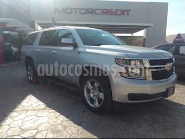 Foto venta Auto usado Chevrolet Suburban LT Piel Cubo (2017) color Plata precio $839,000
