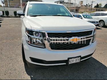 Chevrolet Suburban 5p LT V8/5.3 Aut Piel 2da/Cubo usado (2015) color Blanco precio $540,000