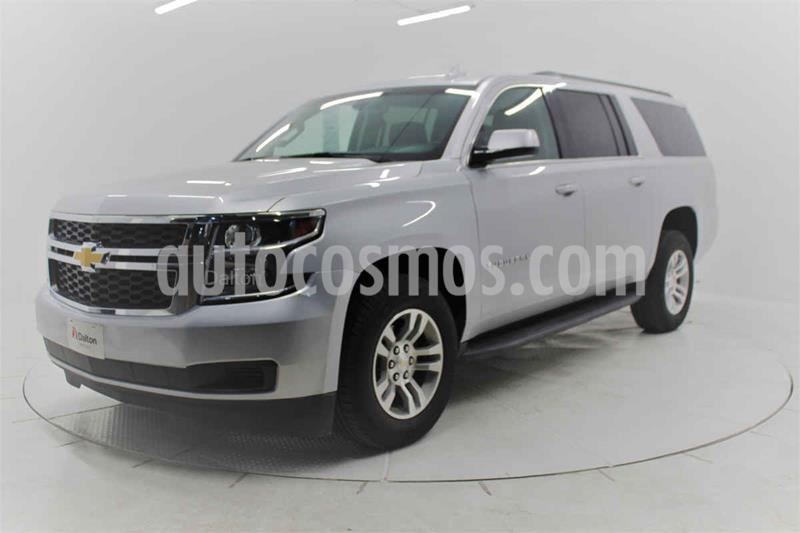 Chevrolet Suburban LS Tela usado (2019) color Plata precio $645,000