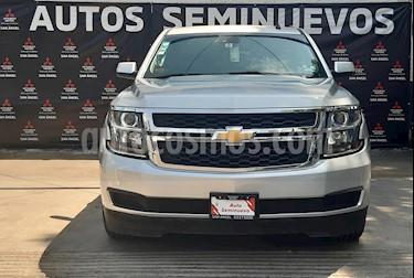 Chevrolet Suburban LT Piel Banca usado (2017) color Plata Brillante precio $599,000