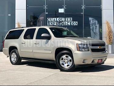 Chevrolet Suburban 5p LT V8/5.3 Aut 4WD 2da/Cubo usado (2014) color Dorado precio $279,000