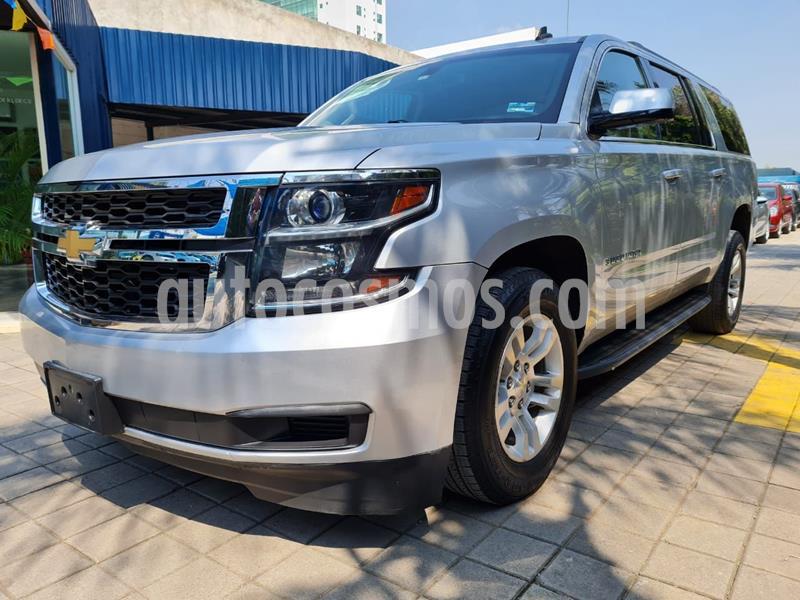 Chevrolet Suburban LS Tela usado (2017) color Plata Dorado precio $598,000