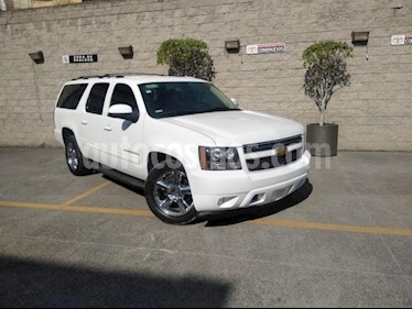 Chevrolet Suburban 5P LT 5.3L TA PIEL DVD RA-20 usado (2013) color Blanco precio $249,000