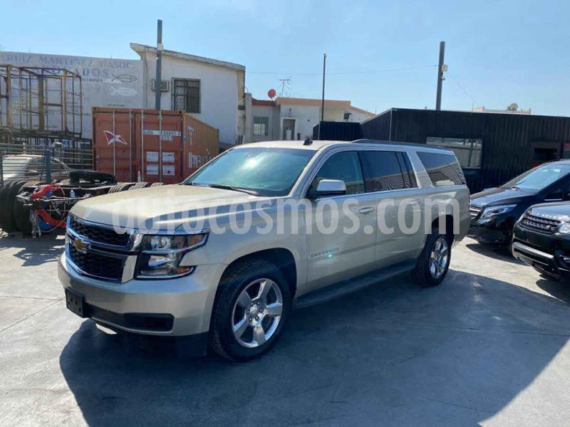 Chevrolet Suburban LT Piel Banca usado (2016) color Dorado precio $539,800