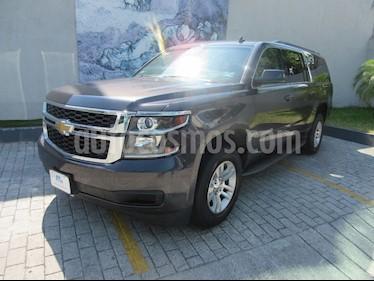 Chevrolet Suburban LT Piel usado (2015) color Gris precio $490,000