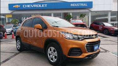 Foto venta Auto usado Chevrolet Trax LS (2017) color Naranja Metalico precio $225,000