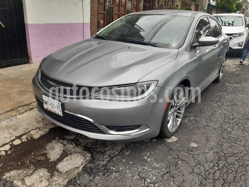 Chrysler 200 2.4L Limited usado (2015) color Plata Dorado precio $190,000