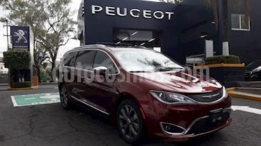 Foto venta Auto usado Chrysler Pacifica Limited (2017) color Rojo Velvet precio $614,900