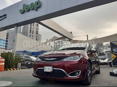 Chrysler Pacifica Limited Platinum usado (2017) color Rojo Velvet precio $550,000