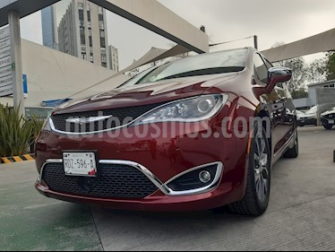 Chrysler Pacifica Limited Platinum usado (2017) color Rojo Velvet precio $600,000