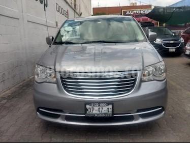 Foto venta Auto usado Chrysler Town and Country 5p Li V6/3.6 Aut (2016) color Gris precio $295,000