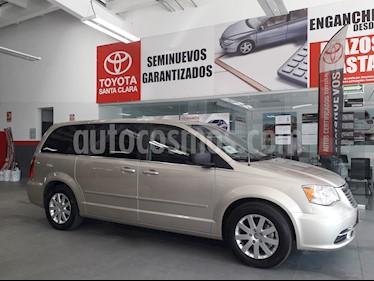 Foto venta Auto usado Chrysler Town and Country 5p Li V6/3.6 Aut (2015) color Beige precio $249,000