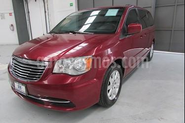 Foto venta Auto usado Chrysler Town and Country 5p LX V6/3.6 Aut (2014) color Rojo precio $225,000