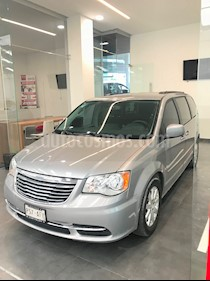 Foto venta Auto usado Chrysler Town and Country 5p Touring V6/3.6 Aut Piel (2016) color Plata precio $325,000