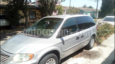 Chrysler Town and Country 3.3L LX  usado (2002) color Plata precio $2.750.000