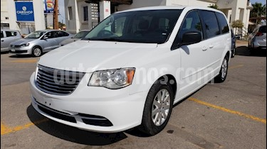 Foto venta Auto usado Chrysler Town and Country Li 3.6L (2016) color Blanco precio $203,900