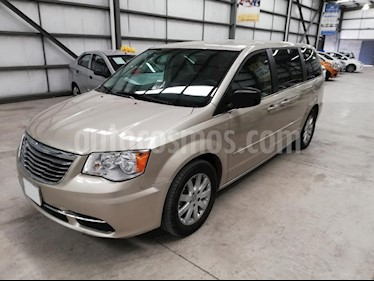 Foto venta Auto usado Chrysler Town and Country Li 3.6L (2016) color Dorado precio $237,900