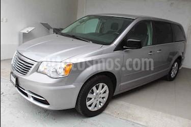 Foto venta Auto usado Chrysler Town and Country Li 3.6L (2016) color Plata precio $299,000