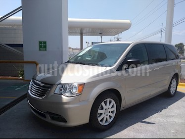 foto Chrysler Town and Country Li 3.6L usado (2016) color Cashmere precio $238,000