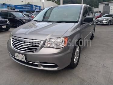 Foto venta Auto usado Chrysler Town and Country Li 3.6L (2015) color Plata precio $255,000