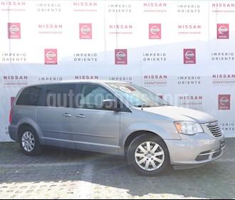 Foto venta Auto usado Chrysler Town and Country Li 3.6L (2014) color Plata Martillado precio $208,000