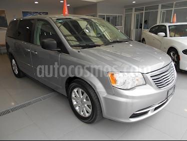 Foto venta Auto Seminuevo Chrysler Town and Country Li 3.6L (2014) color Plata Martillado precio $210,000