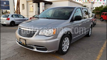 Foto venta Auto usado Chrysler Town and Country Li 3.6L (2016) color Plata precio $169,900