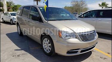 Foto venta Auto usado Chrysler Town and Country Li 3.6L (2015) color Dorado precio $149,900