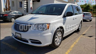 Foto venta Auto usado Chrysler Town and Country Li 3.6L (2016) color Blanco precio $179,900