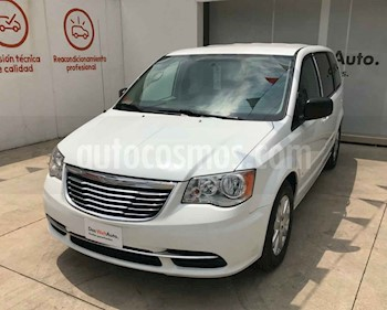 foto Chrysler Town and Country Li 3.6L usado (2016) color Blanco precio $267,000