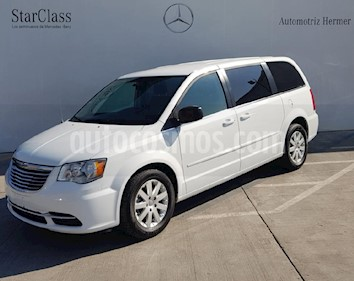 Foto venta Auto usado Chrysler Town and Country Li 3.6L (2016) color Blanco precio $339,900