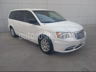 Foto venta Auto Seminuevo Chrysler Town and Country Li 3.6L (2016) color Blanco precio $280,000