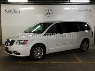 Foto Chrysler Town and Country Li 3.6L usado (2016) color Blanco precio $299,000