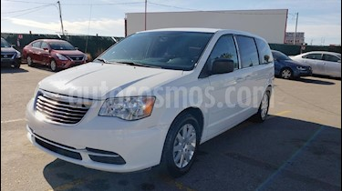 Foto venta Auto usado Chrysler Town and Country Li 3.6L (2015) color Blanco precio $179,800
