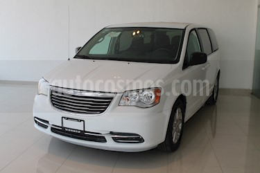 Foto venta Auto usado Chrysler Town and Country Li 3.6L (2016) color Blanco precio $279,900