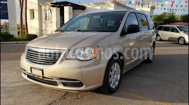 Foto venta Auto usado Chrysler Town and Country Li 3.6L (2016) color Dorado precio $169,900